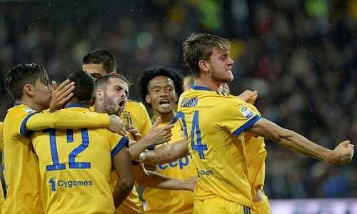 Juventus thu hẹp cách biệt với Napoli bằng một trận thắng thuyết phục