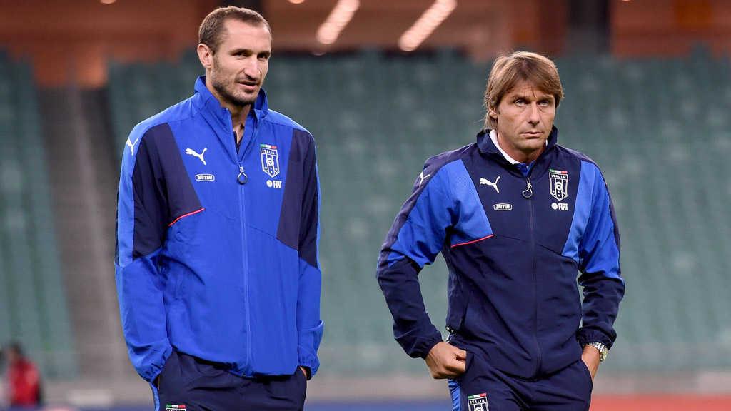 Arsenal để Sanchez sang PSG, Chelsea chờ ký Chiellini
