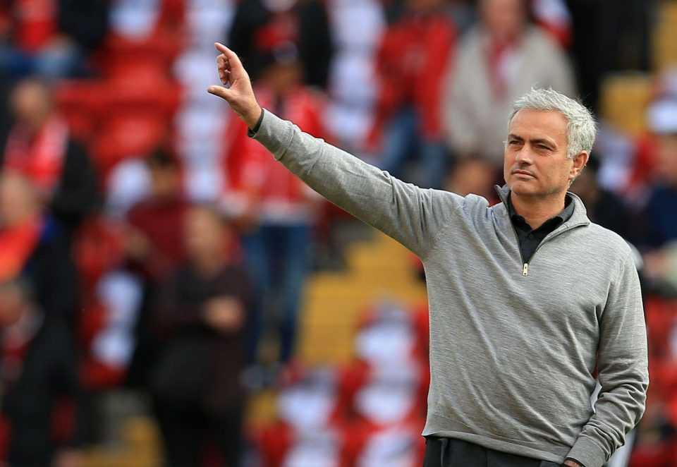 Chia tay MU, Mourinho bất ngờ hé lộ bến đỗ mới