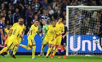 Neymar và Cavani tỏa sáng, PSG đè bẹp đại diện nước Bỉ