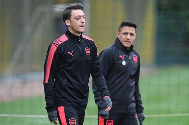 Ozil tuyên bố sốc: Bỏ Arsenal gia nhập MU