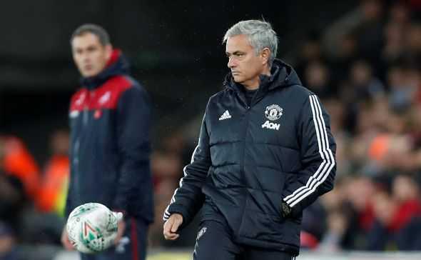 Hết tức giận, Mourinho quay ngoắt dành tặng lời khen học trò