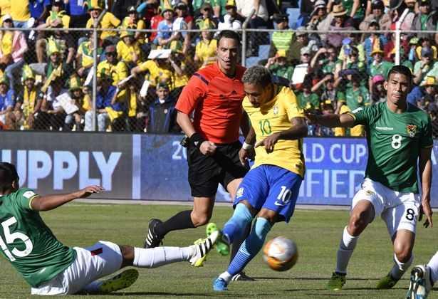 Neymar bất lực, Brazil chia điểm đáng tiếc