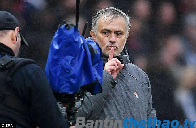 Mourinho nói rằng CĐV có thể đòi lại tiền vé và la ó nếu họ muốn