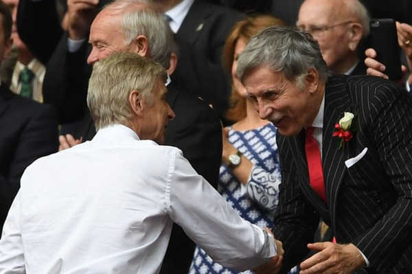 """Ông chủ Arsenal: """"Muốn sa thải Wenger quá đơn giản"""""""