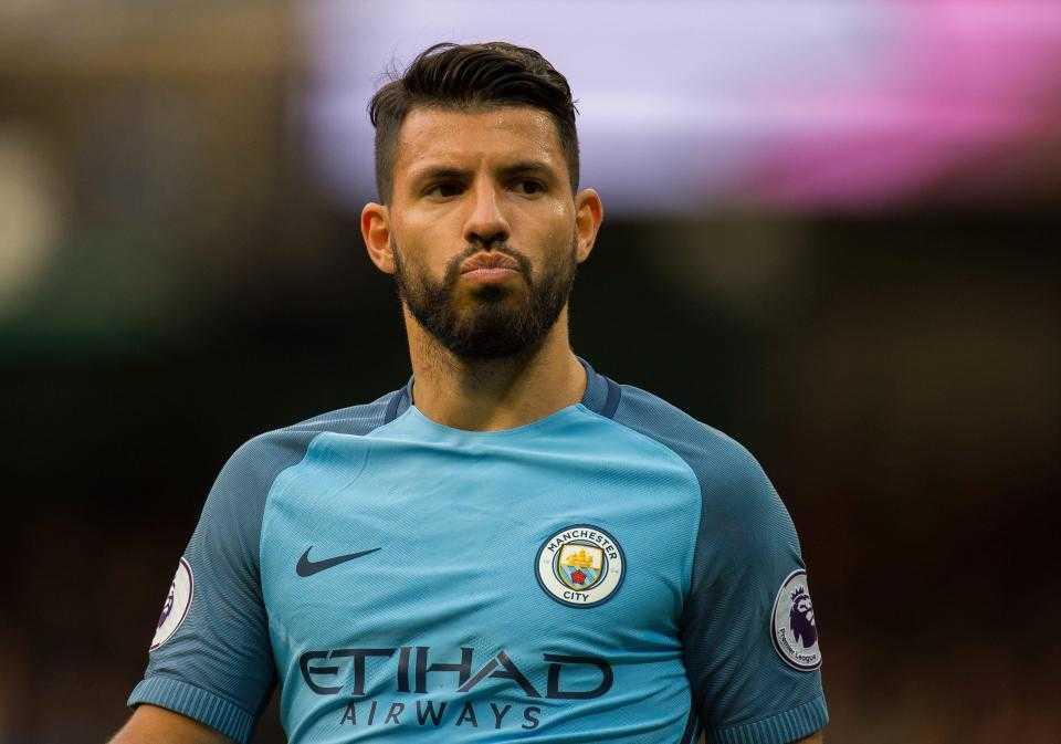 """Sergio Aguero """"đuổi khéo"""" khi không muốn Messi đến Man City"""