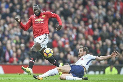 Lukaku có hiệu suất ghi bàn không tệ nhưng chưa làm hài lòng người hâm mộ Man Utd.