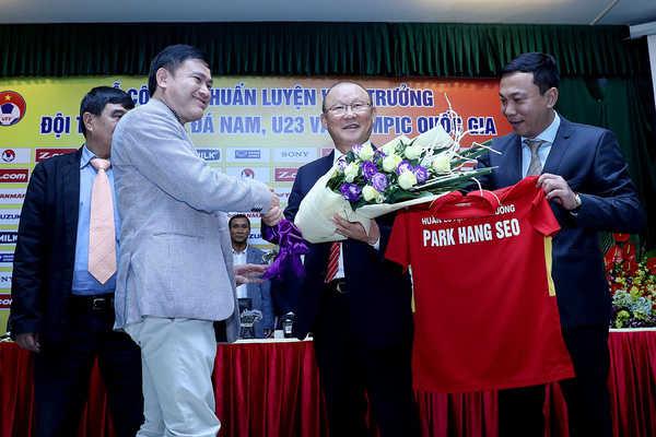 Mức lương bí ẩn của HLV Park Hang Seo khi dẫn dắt tuyển Việt Nam