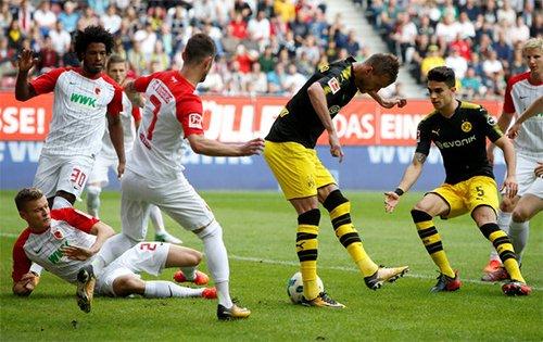 Yarmolenko trong pha đánh gót ghi bàn đẹp mắt, giúp Dortmund sớm dẫn bàn.