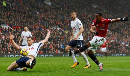 Martial dứt điểm mang về ba điểm cho Man Utd trong trận đấu với Tottenham.