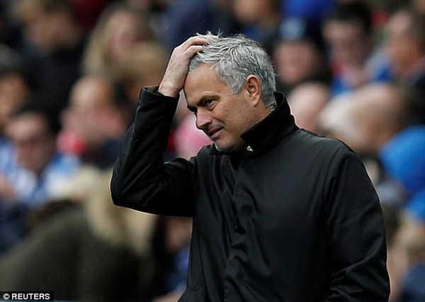 Mourinho quát mắng học trò trước đại chiến Tottenham