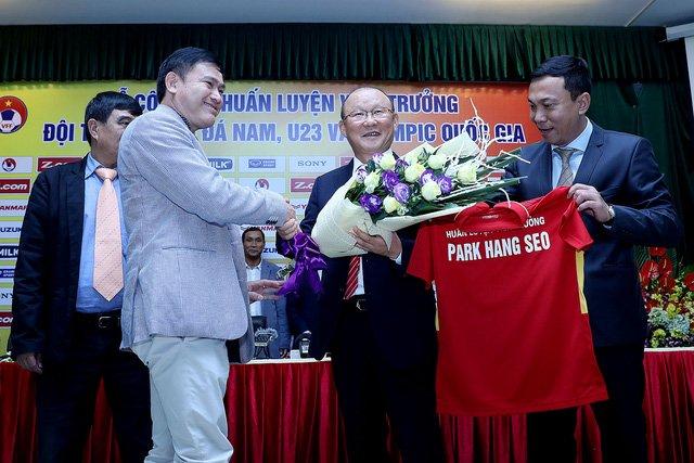 HLV Park Hang Seo nhận mức lương cao hơn so với Miura và Hữu Thắng trước đây
