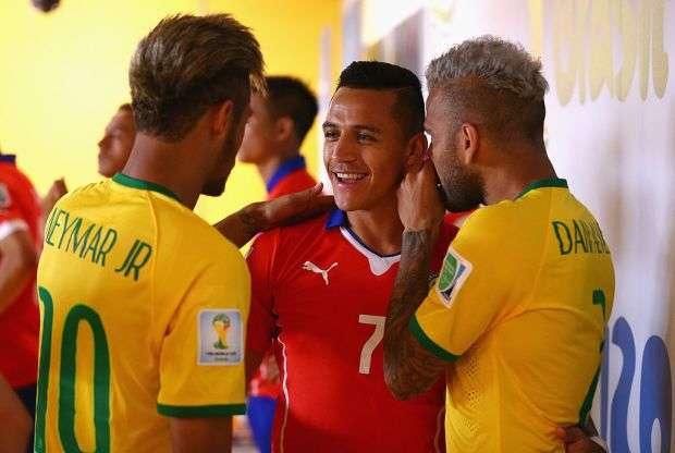 Alexis Sanchez sẽ là đồng đội của Neymar và Dani Alves?