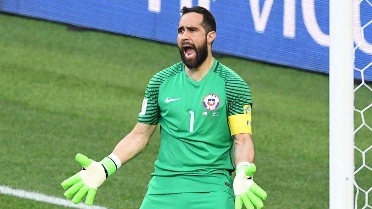 Bravo bị đồng đội tại tuyển Chile tẩy chay?