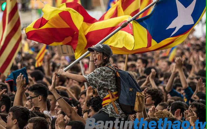 Người dân xứ Catalonia đi bỏ phiếu đòi quyền độc lập hôm 01/10 vừa qua