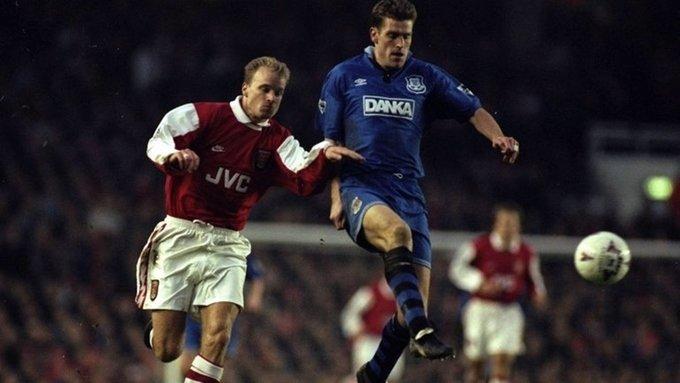 Ngày 20/1/1996. Everton có chiến thắng đầu tiên trước Arsenal, kể từ thời điểm giải Ngoại hạng Anh được thành lập. Đội bóng thành phố Cảng luôn bị xếp chiếu dưới mỗi khi đối đầu với đại diện thành London. Tuy nhiên,Graham Stuart và Andrei Kanchelski đã giúp Everton lội ngược dòng thắng 2-1, khi ghi liền hai bàn, sau bàn mở tỷ số của Ian Wright, ngay tại Highbury.