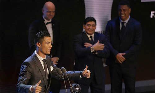 Ronaldo tiếp tục giật giải Cầu thủ hay nhất FIFA
