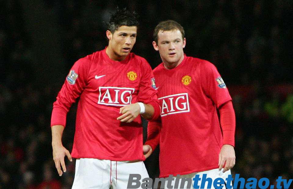 Van der Sar tiết lộ lí do vì sao Ronaldo lại trở nên đẳng cấp hơn so với Rooney