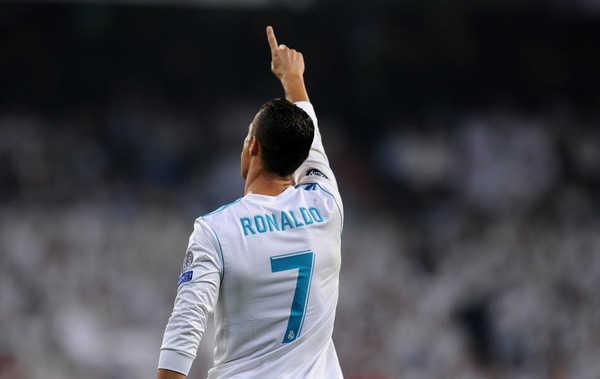 Vượt Raul, Ronaldo lọt vào top 3 cầu thủ ra sân ở Champions League