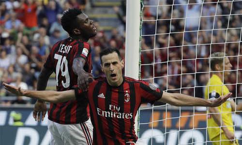 Chấm dứt mạch hòa và thua, Milan đè bẹp Chievo với chiến thắng đậm