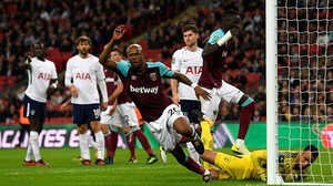 Thua ngược West Ham, Tottenham bị đá bay khỏi cúp Liên đoàn