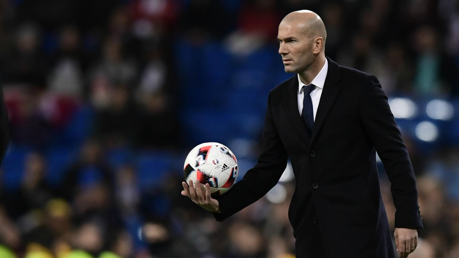 Zidane tuyên bố không quan tâm đến Barca