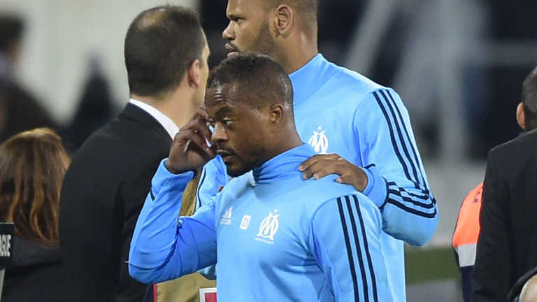 """Evra vẫn """"đắt hàng"""" sau hành động phi thể thao. Lukaku: """"Tôi sinh ra để ghi bàn"""""""