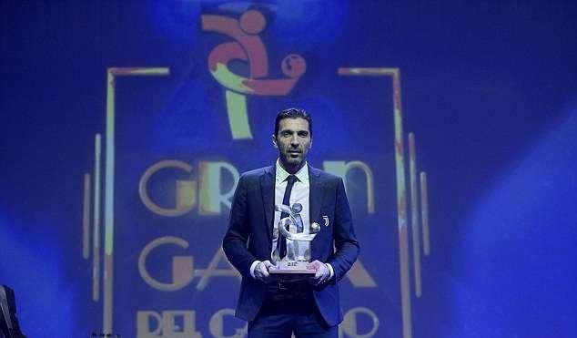 """Buffon giành danh hiệu """"Cầu thủ xuất sắc nhất Serie A mùa giải 2016-2017"""""""
