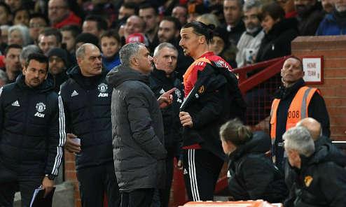 Mourinho và Ibrahimovic trao đổi ở trận tái xuất trước Newcastle