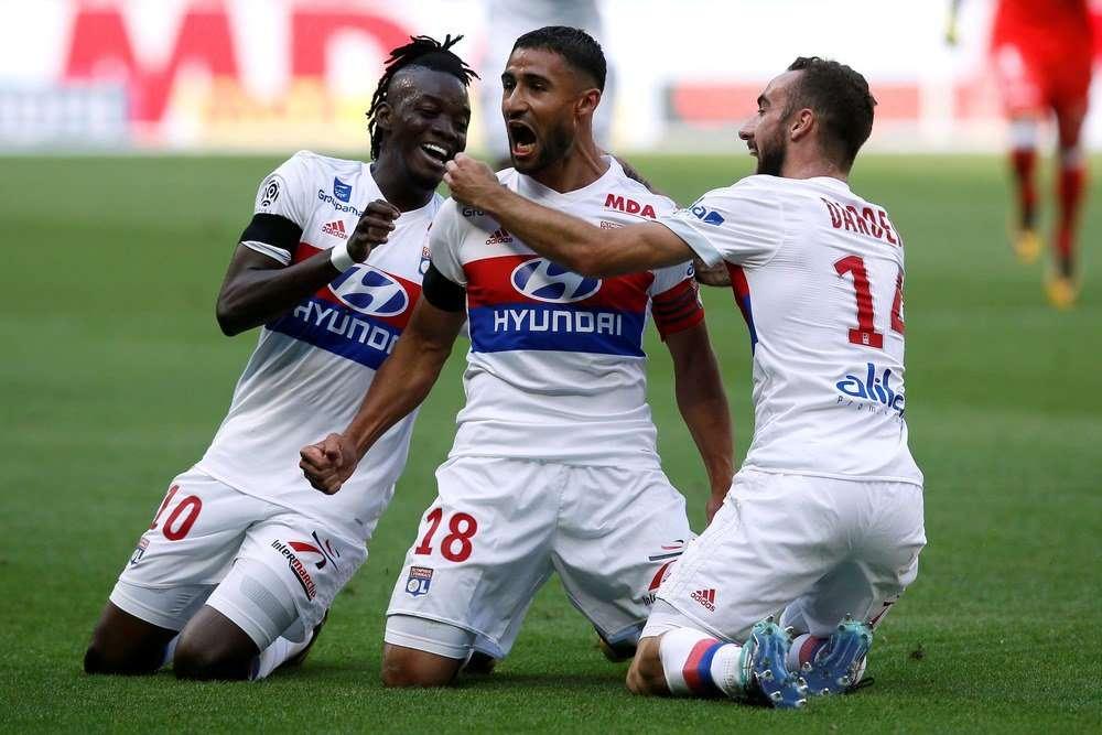 Lyon chơi tốt trên sân nhà