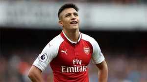 """Eboue: """"Sanchez căng thẳng khi không được rời Arsenal"""""""