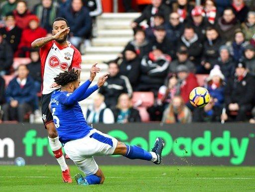 Ryan Bertrand nổi bật trong trận gặp Southampton