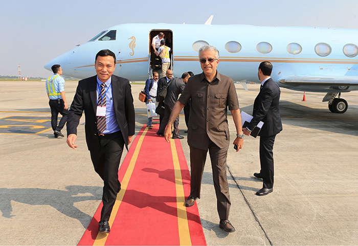 Lãnh đạo VFF ra tận sân bay đón Chủ tịch AFC