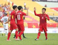 Đội tuyển Việt Nam cũng khổ vì bão Damrey
