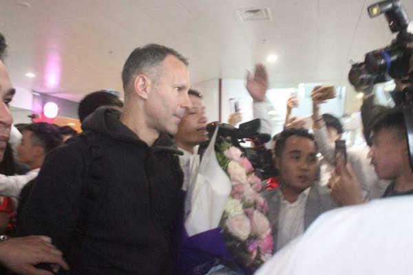 Cựu danh thủ MU: Paul Scholes và Ryan Giggs đã có mặt tại Việt Nam