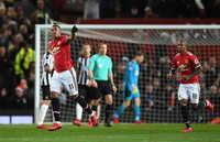 Pogba tỏa sáng trong ngày trở lại, M.U đè bẹp Newcastle