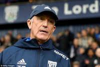 Huấn luyện viên thứ 5 bị sa thải ở Ngoại Hạng Anh