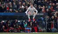 MU thua trên đất Thụy Sĩ, Ibrahimovic vẫn thiết lập kỷ lục ở C1