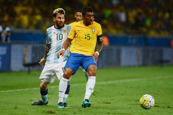 Paulinho tới Barca vì một lời từ Messi