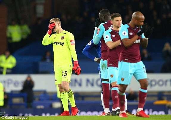 West Ham đang khủng hoảng