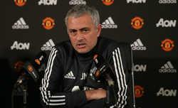 Mourinho ám chỉ cầu thủ của Man City thiếu giáo dục