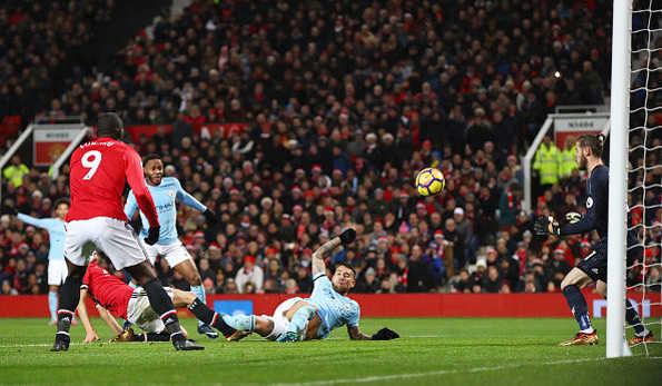 Lukaku tội đồ, Man City đánh sập Old Trafford