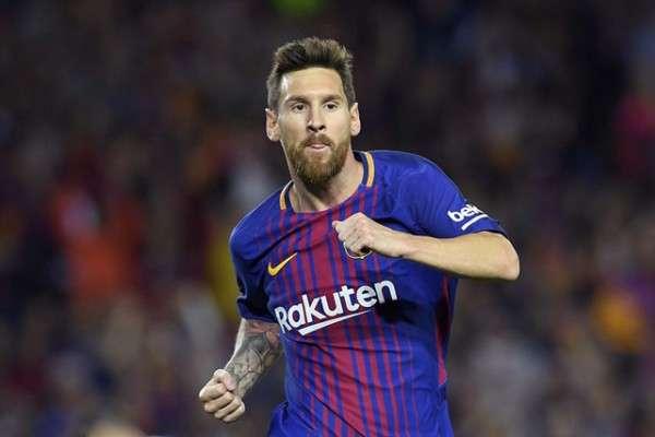 Messi không thực sự vui khi anh phải nhìn Ronaldo nhận Quả Bóng Vàng