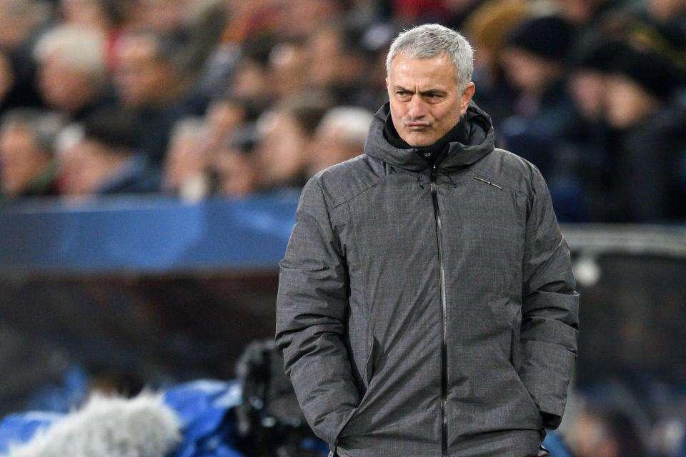 """Mourinho nên quay về lối đá """"dựng xe buýt"""" của mình mỗi khi gặp đội bóng lớn"""