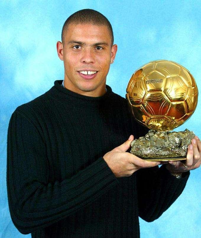 Ronaldo trở thành cầu thủ Nam Mỹ đầu tiên nhận được danh hiệu cao quý