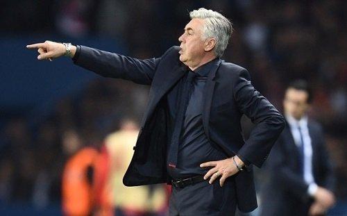 HLV Ancelotti trong trận cuối ở Bayern gặp PSG.