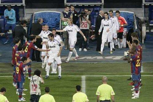 Barca chào đón nhà vô địch La Liga , Real Madrid cuối mùa 2007-2008.