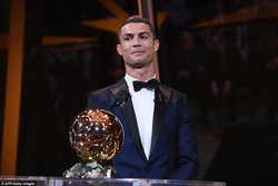 Ronaldo áp đảo số phiếu Messi, gần gấp 3 lần Neymar