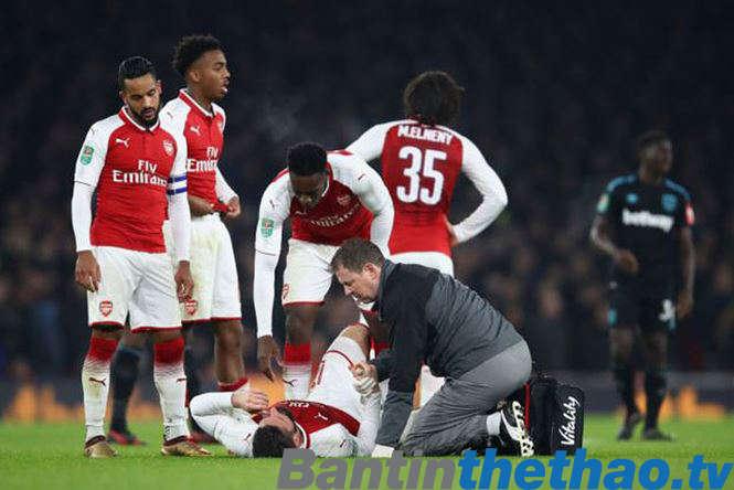 Giroud bị chấn thương và phải nghỉ thi đấu 6 tuần