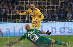 Higuain lập công, Juve thu hẹp khoảng cách với Napoli